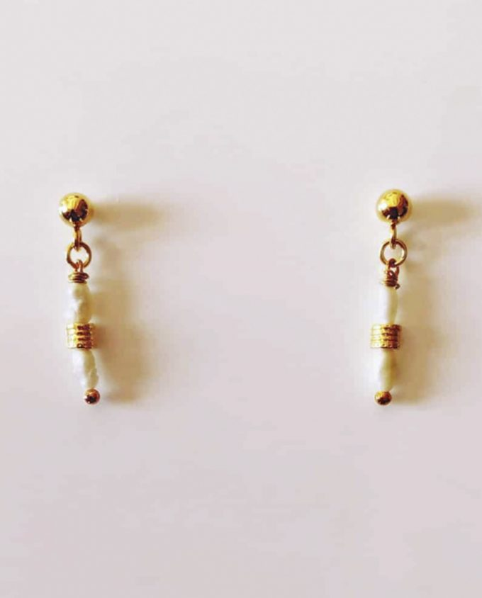 White Pearl and Gold Studs Daixa Somed