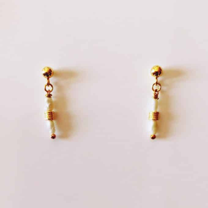 White Pearl and Gold Studs Earrings Daixa Somed